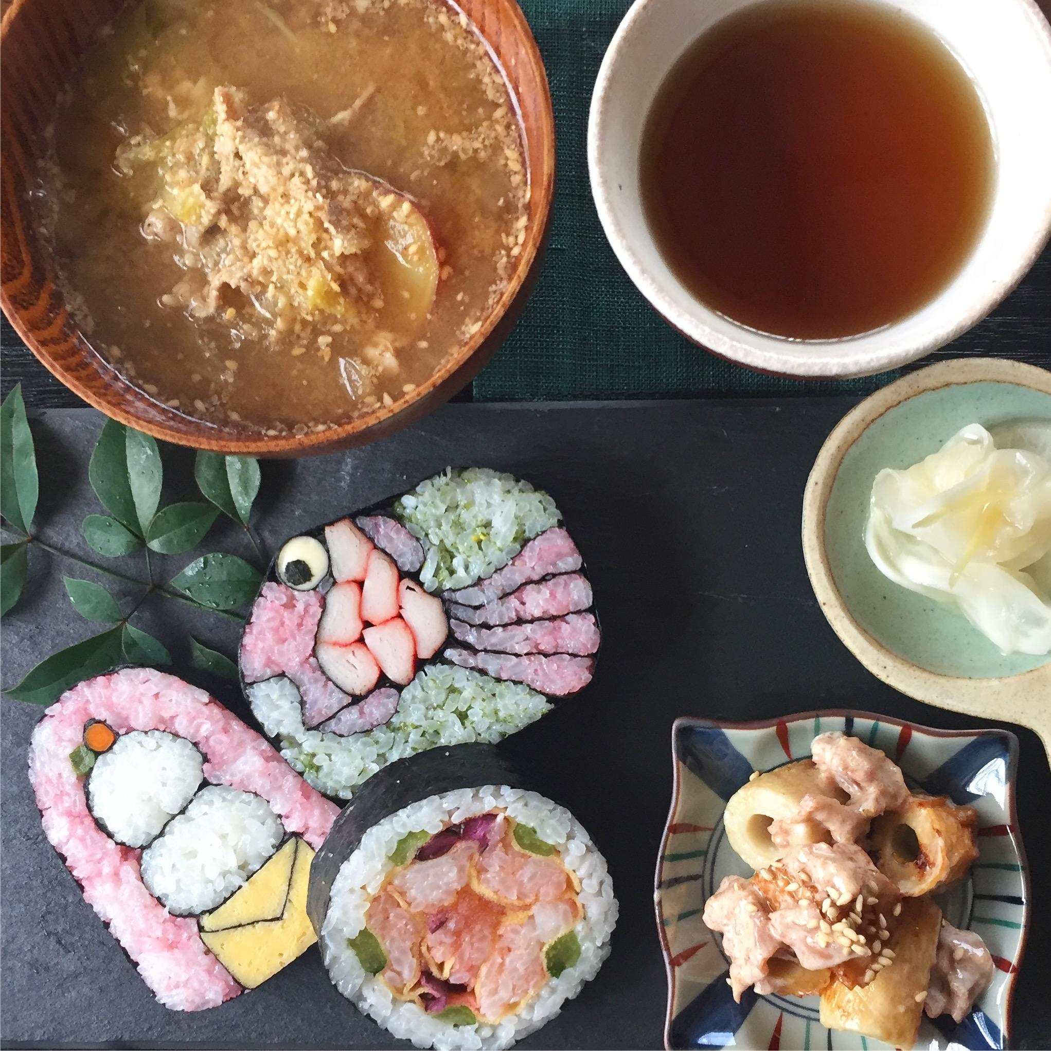 デコ巻き寿司3つ